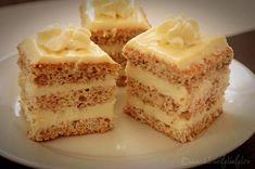 prajitura-cu-blat-pufos-si-crema-de-ciocolata-alba-1 Romanian Desserts, Romanian Food, Cheesecakes, Vanilla Cake, Sweet Treats, Food And Drink, Sweets, Cookies, Knits
