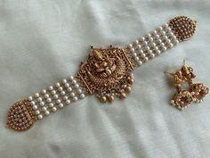 Pearl Necklace Designs, Jewelry Design Earrings, Pendant Jewelry, Gold Temple Jewellery, Fancy Jewellery, Antique Jewellery Designs, Antique Jewelry, Ancient Jewelry, Indian Jewelry Sets