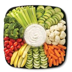 Baby shower food snacks appetizers veggie tray 62 new Ideas Veggie Platters, Food Platters, Vegetable Trays, Diy Party Platters, Vegetable Tray Display, Healthy Snacks, Healthy Eating, Healthy Recipes, Fruit Snacks