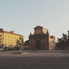 L'incanto del silenzio a Bologna che solo la domenica mattina sa regalare. #vivobologna #bologna #buonadomenica #amoladomenica #italia #italy