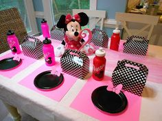 Adventures With Toddlers and Preschoolers: Minnie Mouse Birthday Party On A Budget