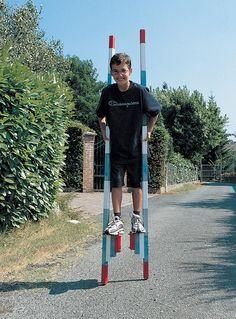 I pregi dei trampoli fai da te sono il costo limitato, l'altezza regolabile, entro i limiti della prudenza e dell'abilità, e la facilità costruttivaCostruire trampoli non è difficile: l'unica picco...