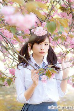為近あんな | 風舞う桜と制服女子