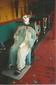 Laff in the Dark ride - Modern Abandoned Theme Parks, Abandoned Amusement Parks, Amusement Park Rides, Creepy Images, Creepy Pictures, Abandoned Buildings, Abandoned Places, Abandoned Castles, Abandoned Mansions