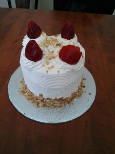 short cake aux fraises Short, Cake, Creations, Desserts, Food, Strawberries, Pie Cake, Meal, Cakes