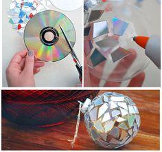 Boules de Noël recyclage de CD  http://www.homelisty.com/deco-de-noel-2015-101-idees-pour-la-decoration-de-noel/
