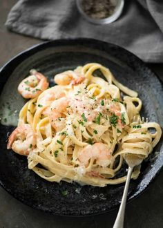 This Creamy Garlic Prawn Pasta is for all those nights when nothing but a creamy pasta will do Vegetarian Pasta Recipes, Prawn Recipes, Seafood Recipes, Healthy Recipes, Seafood Meals, Seafood Pasta, Vegan Pasta, Fish Recipes, Delicious Recipes