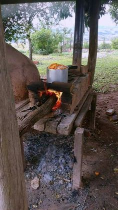 Viata la tara 💚🐞🐑🐰⛅ Pizza Oven Outdoor, Outdoor Cooking, Outdoor Entertaining, Fire Pit Cooking, Wood Stove Cooking, Small Yard Landscaping, Dream Beach Houses, Bushcraft Camping, Outdoor Living