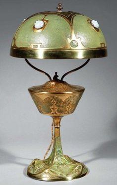 Art Nouveau House of Leleu Lamp - by Cris Figueired♥ Antique Lamps, Antique Lighting, Vintage Lamps, Antique Art, Belle Epoque, Decoration Entree, Lampe Decoration, Lampe Art Deco, Art Deco Lamps