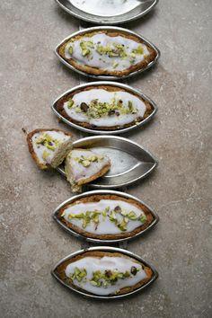 Twigg studios: lemon and pistachio pastry tarts recipe Lemon Recipes, Tart Recipes, Sweet Recipes, Cooking Recipes, Healthy Recipes, Sweet Pie, Sweet Tarts, Cupcakes, Love Food