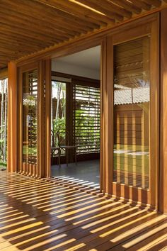 Home Search Life- Casa Busca Vida Casa Busca Vida Bamboo House Design, Tropical House Design, Unique House Design, House Front Design, Door Gate Design, Main Door Design, Window Design, Latest Door Designs, Hut House