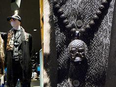 Y por último el leitmotiv de nuestra firma la calavera en rodio negro con piedras negras.  The last one, our brand leimotiv, black skull with black stones.