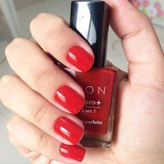 Passei hoje o a Vermelho Perfeito da linha Gel da Avon. É um vermelho bem aberto, ótima cobertura e deixa um brilho lindo nas unhas. Tomara que dure! - Rebeca  #unhadasemana