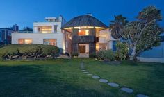 Frank Gehry beachfron estate in Malibu. Masterful. See more here: http://realestate.1stdibs.com/property/property--5014