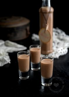 You can never go wrong with chocolate. This Ponche de Chocolate (Chocolate Eggnog) feels somewhere between a luscious drink and light dessert. Chocolate Triffle Recipe, Chocolate Roulade, Chocolate Smoothie Recipes, Chocolate Shakeology, Chocolate Crinkles, Chocolate Drizzle, Lindt Chocolate, Dessert Chocolate, Chocolate Frosting