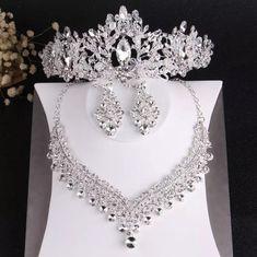 Pearl Bridal Jewelry Sets, Wedding Jewelry Sets, Pearl Jewelry, Crystal Jewelry, Jewelery, Pearl Necklace, Schmuck Design, Hair Jewelry, Rhinestone Earrings