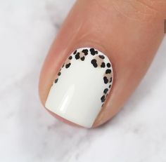 Semi-permanent varnish, false nails, patches: which manicure to choose? - My Nails Yellow Nails, White Nails, Pink Nails, Pink Leopard Nails, Nail Black, Black Manicure, Oval Nails, White Leopard, Get Nails