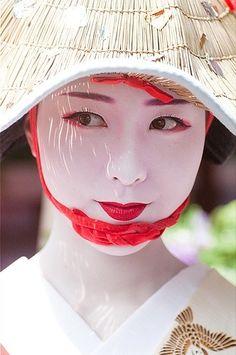 Pretty Geisha: by Masahiro Makino We Are The World, People Of The World, Japanese Kimono, Japanese Girl, Japanese Lotus, Japanese Eyes, Eskimo, Memoirs Of A Geisha, Art Japonais
