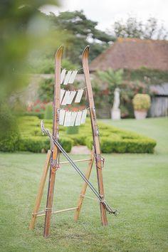 Old vintage skis table plan Ski Wedding, Beach Wedding Favors, Wedding Show, Wedding Souvenir, Wedding Table, Summer Wedding, Seating Plan Wedding, Wedding Signage, Seating Plans