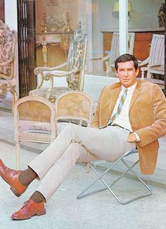 Anthony Perkins in Paris, c. Old Hollywood Movies, Hollywood Actor, Vintage Hollywood, Classic Hollywood, Tab Hunter, Hunter Movie, Norman Bates, Anthony Perkins, Savile Row