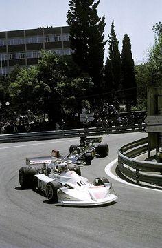 Lella Lombardi (March-Ford) & Jacky Ickx (Lotus-Ford) - Grand Prix d'Espagne - Montjuïc 1975 - source F1 History & Legends.