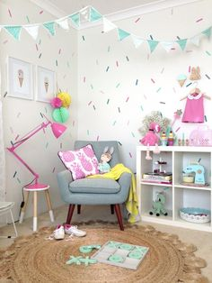 girls bedroom ideas | using decals or wall stickers in a child's bedroom, more ideas on the blog
