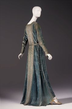 Medievalism: Fashion's Romance with the Middle Ages @ Phoenix Art Museum:  ~Mariano Fortuny. Gown, 1920s. Silk velvet with metal stenciling, silk chiffon and beads~   Gift of Mrs. Joseph McMullan. Photo by Ken Howie.
