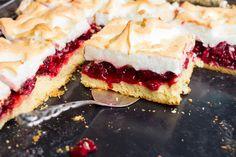 Omlós meggyes pite nagy adag habbal a tetején: így lesz tökéletes - Recept Hungarian Desserts, Hungarian Recipes, Cookie Desserts, Cookie Recipes, Meringue Pie, Winter Food, Cake Cookies, Baking Recipes, Cheesecake