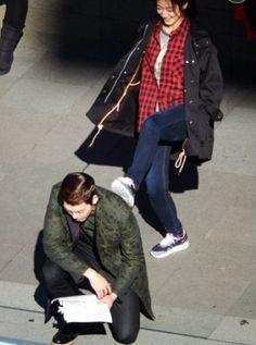 I wonder if until now, Woo Bin still have no idea about this prank of Shin Hye :))), she's so funny :D