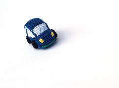 Coche azul oscuro de ganchillo - llavero  Dark blue car, keyring. #amigurumi