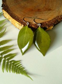 Dangle green earrings of real leaves in resin Gift for a girl, mom, sister, girlfriend Gift for lovers of nature Diy Resin Art, Diy Resin Crafts, Crafts To Make, Jewelry Crafts, Arts And Crafts, Handmade Jewelry, Earrings Handmade, Leaf Earrings, Green Earrings