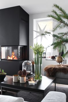 46 Inspiring Christmas Decoration Ideas For Your Living Room. Use Christmas craft ideas to make your living room looks sensational this year. Usually the living room is where the Christmas tree is pla. Christmas Interiors, Christmas Living Rooms, Modern Christmas, Christmas Home, Black Christmas, Scandinavian Christmas, Christmas Decor, Christmas Ideas, Merry Christmas