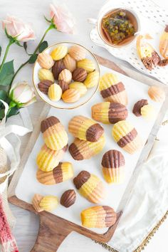 Tea time with Chocolate, Strawberry and Vanilla Neapolitan Madeleines. Tea Cakes, Madeline Cookies Recipe, Madelines Recipe, Cookie Recipes, Dessert Recipes, Tea Recipes, Dried Strawberries, Whoopie Pies, French Pastries