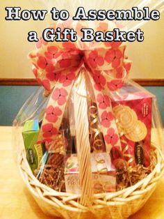 Make a personalized gift basket that looks as good as the store-bought versions! Learn how to assemble and decorate a gift basket, inside and out. Fall Gift Baskets, Wine Gift Baskets, Christmas Gift Baskets, Diy Christmas Gifts, Basket Gift, Coastal Christmas, Christmas Balls, Christmas Ideas, Christmas Decorations