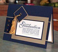 La tarjeta medidas 5 1/2 x 4 1/4, con una mano estampada sentimiento en el frente del conjunto Feliz Grad sello de Stampin  Up. El casquillo de la graduación se perfora hacia fuera y en capas, a continuación adjunto una borla (que ya no es hecho a mano) a la tapa usando un brad.  Esta tarjeta también se hace usando el magnífico, duro encontrar, tarjeta stock oro cepillado, por que la tarjeta es un poco más caras.  En este momento, puede solicitar su tarjeta con el oro viejo o borla blanca…