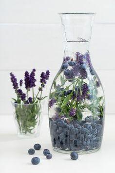 Als het om natuurlijke kruiden gaat is het mooi om te zien dat elk kruid zijn eigen functie heeft voor de mens. Kruiden lijken voor mensen geschapen. Je wordt lekker rustig van lavendel, misschien is dat de reden dat van oorsprong het in drukke, Mediterrane culturen groeide waar men wel wat rust kan gebruiken. Lavendel is een kalmerend, ontspannend en harmoniserend middel.