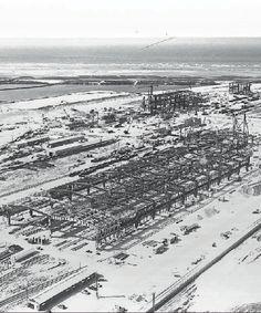 """1959 1962 : Chantier de l'usine Usinor de Dunkerque, naissance """"d'Acier sur Mer"""", l'une des plus grande usine sidérurgique au monde. 450 000 Tonnes de bétons utilisées pour la construction du complexe. 350 000 Tonnes de bétons bitumeux pour la construction de la digue du Break, la quantité équivalente à effectué le revêtement dune chaussée dautoroute entre Dunkerque & Paris !"""