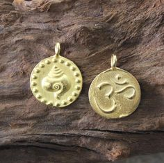 Dharmashop.com - Gold Om and Conch Shell Pendant , $39.00 (http://www.dharmashop.com/gold-om-and-conch-shell-pendant/)