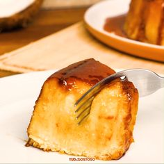 Lemon Pound Cake Recipe {Easy Semi-Homemade Pound Cake with Glaze} box cake mix / jello cake mix recipe / pound cake easy recipe via Homemade Pound Cake, Pound Cake Recipes, Easy Cake Recipes, Dessert Recipes, Cheesy Recipes, Mexican Food Recipes, Sweet Recipes, Amazing Food Videos, Portuguese Desserts
