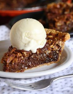 This Classic, Easy Pecan Pie Recipe is a pie recipe you will love to serve! So good on it's own or topped with ice cream! #cookiesandcups #becomeabetterbaker #pie #pecanpie #easy #recipe