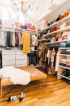 Our master closet closet reveal, with The Container Store Elfa System. Sharing a closet? Check out our organization tips for him and her. Elfa Closet, Room Closet, Master Closet, Closet Space, Walk In Closet Design, Closet Designs, Decoracion Vintage Chic, Closet Vanity, Condo Decorating