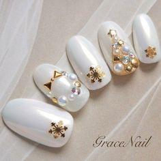 大人クリスマスネイル|ネイルデザインを探すならネイル数No.1のネイルブック Xmas Nail Art, Christmas Gel Nails, Holiday Nail Art, Christmas Nail Art Designs, Gel Nail Art, Fancy Nails, Cute Nails, Pretty Nails, Japanese Nail Design