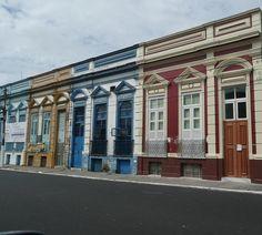 Uma rua do centro histórico de Manaus.
