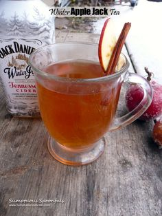A cozy, comfortingadult beverage to help warm you through this winter season. It tastes much like spiked apple cider, but with fewer calories. I've been sipping on this apple teaon chilly autumn ... Spiked Tea, Cold Drinks, Cocktail Drinks, Yummy Drinks, Hot Tea Recipes, Winter Season, Fall Winter, Autumn, Winter Food