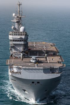 Osprey on the deck of French LHD Tonnerre during joint deployment Bois Belleau 100 2018 Navy Marine, Army & Navy, Mv 22, Landing Craft, Fishing Vessel, Us Navy Ships, Attack Helicopter, Army Vehicles, Military Guns