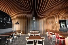 design modern cafe 2 Wavy Timber Slats Delivering a Cave Like Feel: New Six Degrees Cafe in Jakarta Design Moderne, Cafe Design, Wood Slat Ceiling, Porch Wood, Timber Slats, Cozy Cafe, Cafe Interior, Ceiling Design, Ceiling Ideas