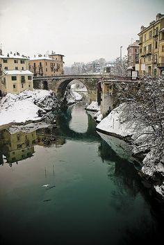 Il Ponte Vecchio sulla Dora Baltea Borghetto Ivrea Italia   ♫  ♪ ♫