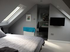 If you are lucky enough to have an attic in your home but haven't used this space for anything more than storage, then it's time to reconsider its use. An attic Room, Home, Bedroom Design, Bedroom Loft, Loft Room, Loft Spaces, Bedroom With Ensuite, Loft Conversion Bedroom, Flat Apartment