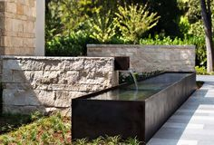 Water feature - studio green landscape architects / tuscaloosa residence, atherton by Arcanum Architecture Modern Landscape Design, Modern Landscaping, Outdoor Landscaping, Outdoor Decor, Green Landscape, Outdoor Living, Contemporary Landscape, Modern House Design, Studio Green