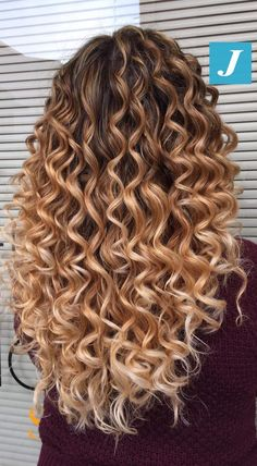 Curly Balayage Hair, Ombre Curly Hair, Colored Curly Hair, Long Curly Hair, Wavy Hair, Dyed Hair, Curly Hair Styles, Natural Hair Styles, Curling Iron Hairstyles